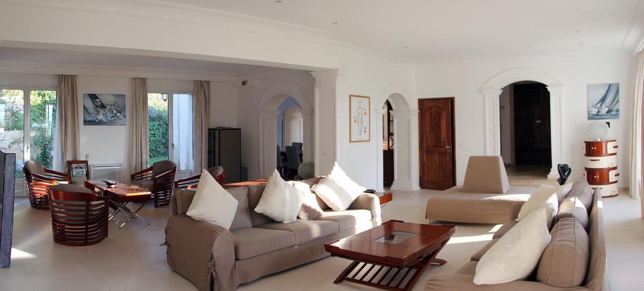 Villa saint hilaire saint tropez maison for Petite villa moderne interieur